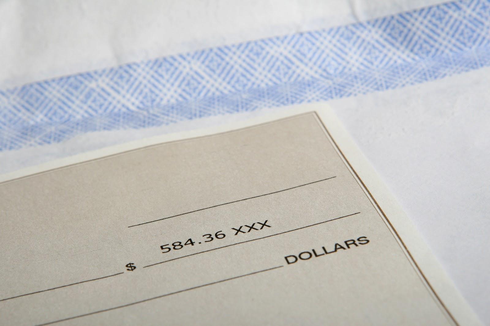 Primer plano del cheque del banco
