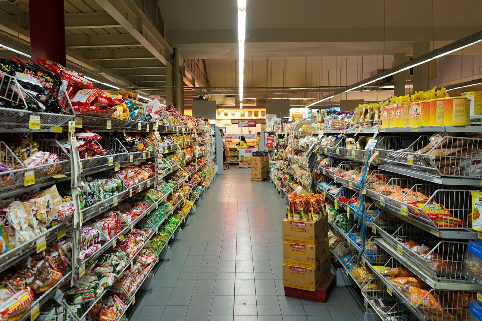 Cupones de peapod: el pasillo de una tienda de comestibles