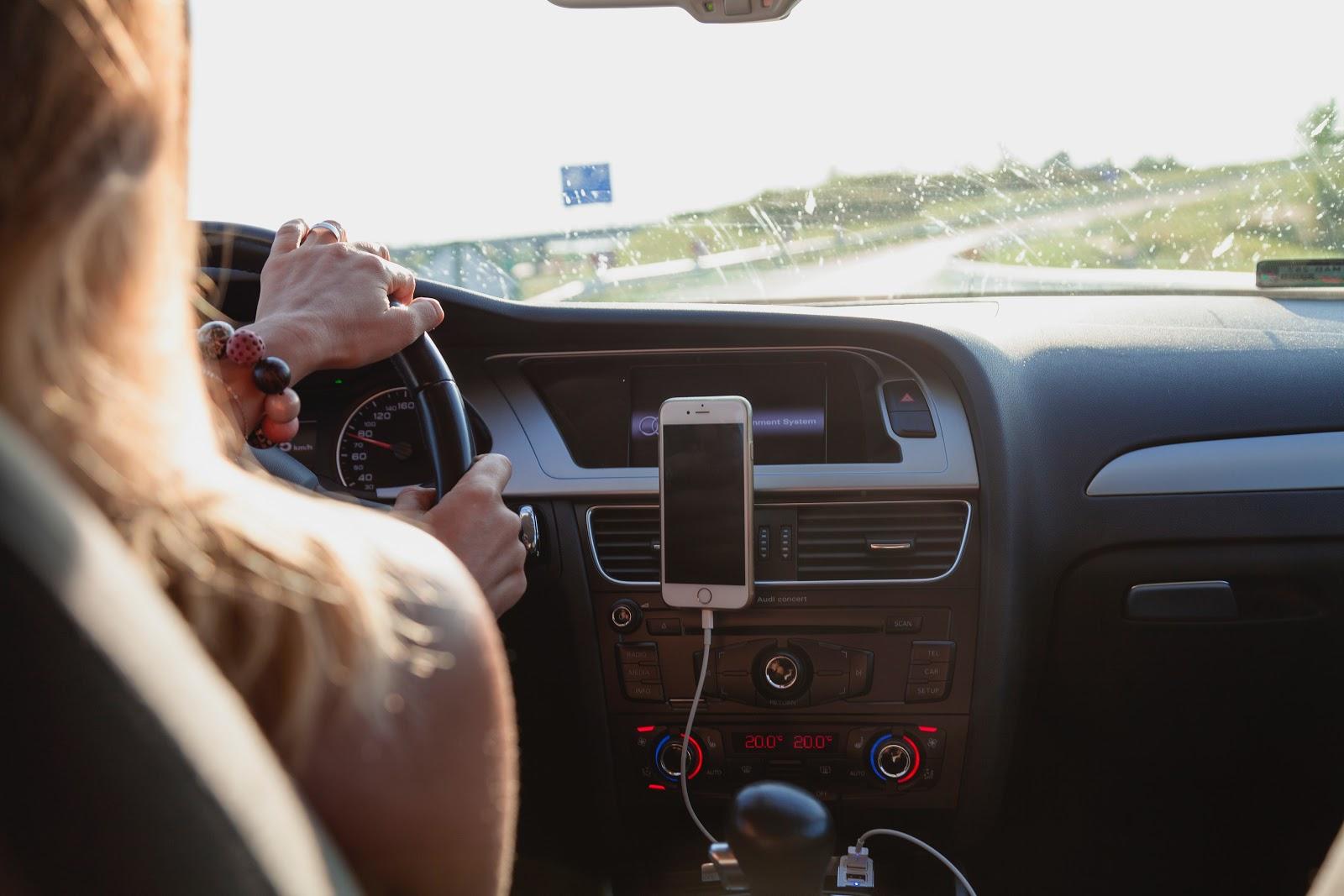 Roadie: vista sobre el hombro de una conductora