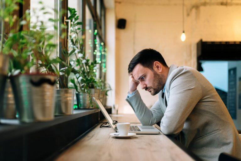 Upwork cobrará a los freelancers por pujar por los jobs, exprimiendo aún más a los que confían en la «economía  Gig».