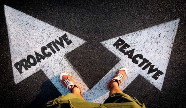 Qué significa ser proactivo y cómo puede obtener esta habilidad blanda