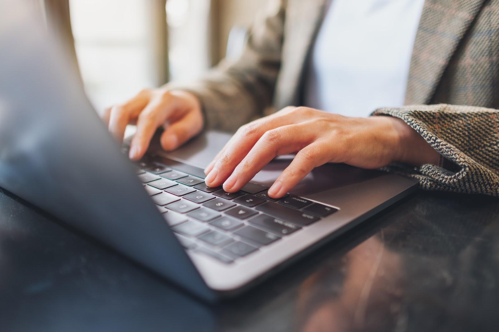 escribiendo en el teclado