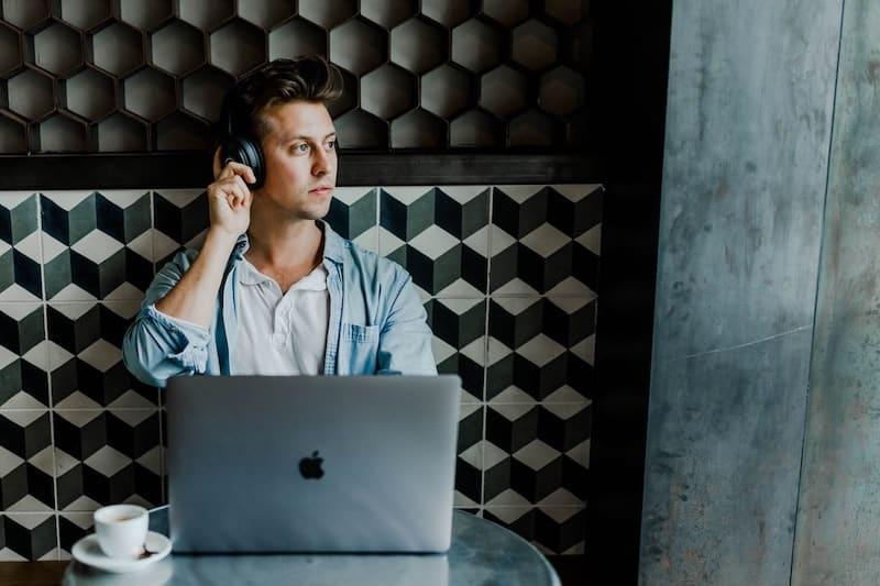 Asistente virtual de mejores ideas de negocio