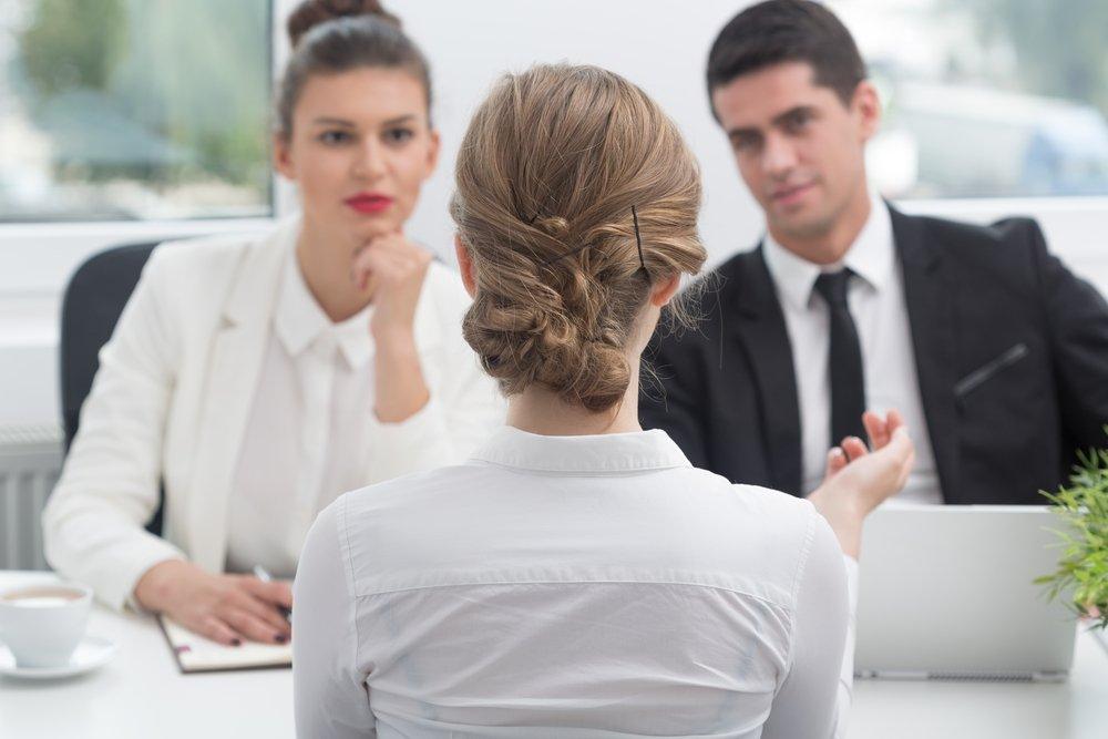 Al realizar una entrevista para un nuevo trabajo, diga el nombre de la empresa con frecuencia.