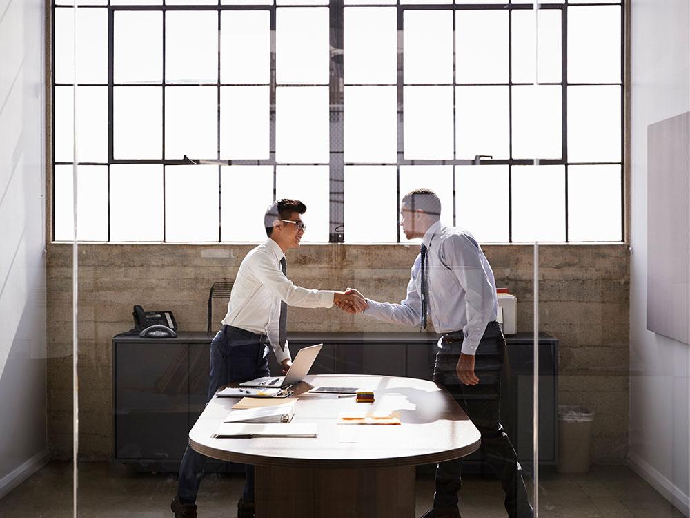"""Durante una entrevista de trabajo, aprenda a responder la siguiente pregunta: """"¿Porque deberíamos contratarte?"""""""