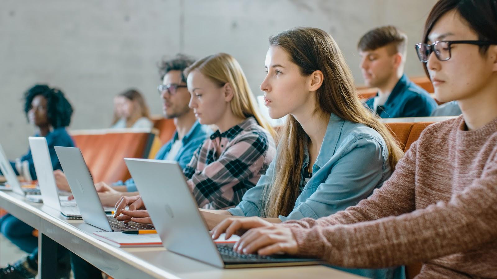 StudySoup: estudiantes en clase