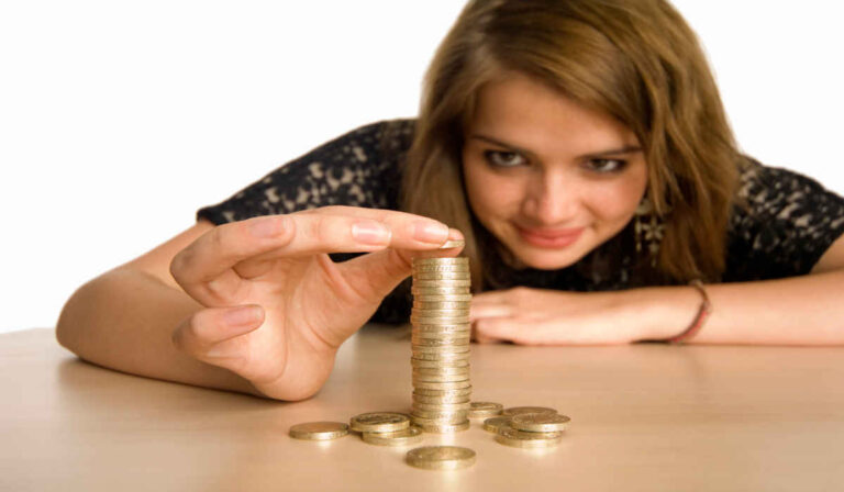 Los adolescentes culpan a los padres de la falta de conocimientos sobre el dinero