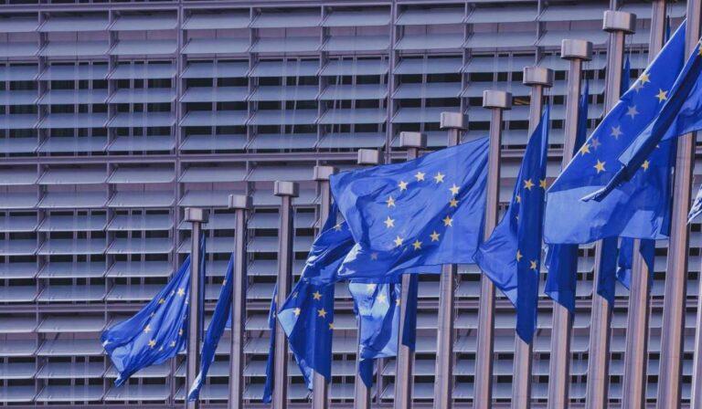 Cómo los cambios en el impuesto sobre el IVA de la UE afectan a las pequeñas empresas de Estados Unidos