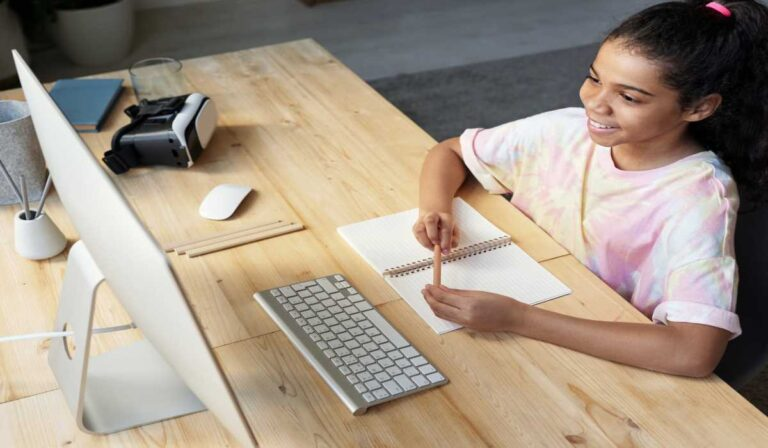 Su guía para encontrar excelentes trabajos de enseñanza en línea