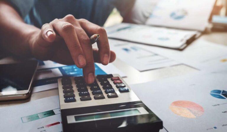 ¿Cuál es la diferencia entre una subvención y un préstamo?